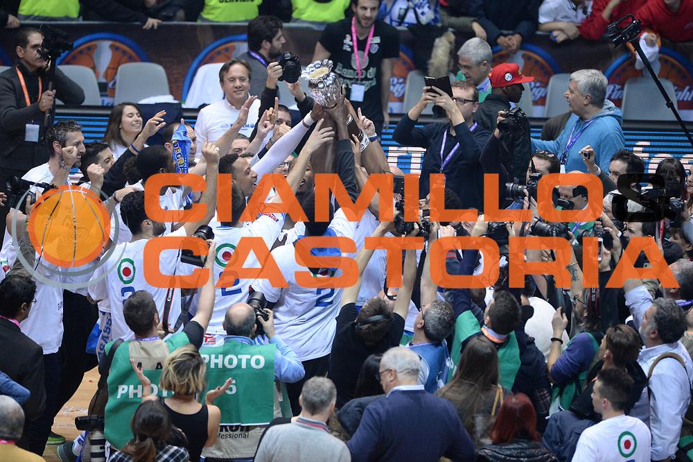 DESCRIZIONE : Final Eight Coppa Italia 2015 Finale Olimpia EA7 Emporio Armani Milano - Dinamo Banco di Sardegna Sassari <br /> GIOCATORE : <br /> CATEGORIA : Esultanza<br /> SQUADRA : Banco di Sardegna Sassari<br /> EVENTO : Final Eight Coppa Italia 2015 <br /> GARA : Olimpia EA7 Emporio Armani Milano - Dinamo Banco di Sardegna Sassari <br /> DATA : 22/02/2015 <br /> SPORT : Pallacanestro <br /> AUTORE : Agenzia Ciamillo-Castoria/M.Longo