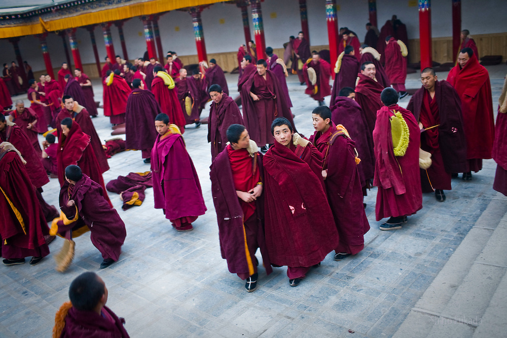 Tibet New Year - China - Edward Wong<br /> Monks gather for debating ritual at Rongwo monastery  (Longwu in Chinese) in Rebkong (Tongren in Chinese), Qinghai province in China, February 24, 2009. Photo by Shiho Fukada for The New York Times