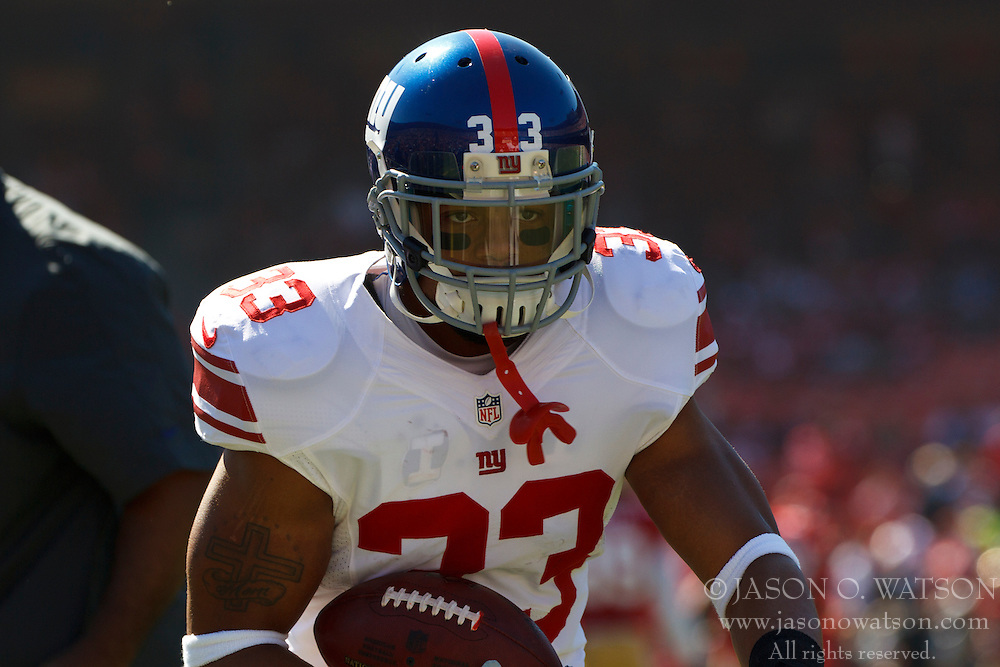 SAN FRANCISCO, CA - OCTOBER 14: Running back Da'Rel Scott #33 of the New York Giants warms up before the game against the San Francisco 49ers at Candlestick Park on October 14, 2012 in San Francisco, California. The New York Giants defeated the San Francisco 49ers 26-3. Photo by Jason O. Watson/Getty Images) *** Local Caption *** Da'Rel Scott