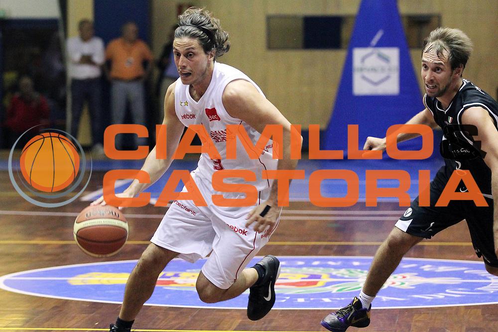 DESCRIZIONE : Cinisello Balsamo Lega A 2010-11 Amichevole Armani Jeans Milano Canadian Solar Virtus Bologna<br /> GIOCATORE : Marco Mordente<br /> SQUADRA : Armani Jeans Milano<br /> EVENTO : Campionato Lega A 2010-2011<br /> GARA : Amichevole Armani Jeans Milano Canadian Solar Virtus Bologna<br /> DATA : 22/09/2010<br /> CATEGORIA : Palleggio<br /> SPORT : Pallacanestro<br /> AUTORE : Agenzia Ciamillo-Castoria/G.Cottini<br /> Galleria : Lega Basket A 2010-2011<br /> Fotonotizia : Cinisello Balsamo Lega A 2010-11 Amichevole Armani Jeans Milano Canadian Solar Virtus Bologna<br /> Predefinita :