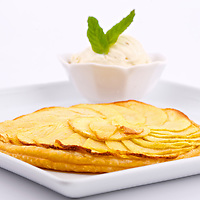Prise de vue  des plats du Restaurant La pêche a la Turlutte a Plouharnel  glace, tarte, tarte aux pommes