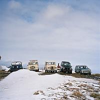 Jeppafloti hvílst á Hofsós. Old Jeeps resting at Hofsos, North Iceland.