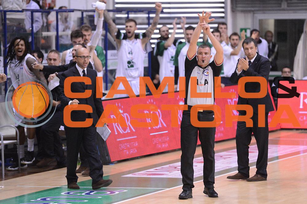 DESCRIZIONE : Siena Lega A 2012-13 Montepaschi Siena Scavolini Banca Marche Pesaro<br /> GIOCATORE :  arbitri<br /> CATEGORIA : curiosita mani<br /> SQUADRA : <br /> EVENTO : Campionato Lega A 2012-2013 <br /> GARA : Montepaschi Siena Scavolini Banca Marche Pesaro<br /> DATA : 21/10/2012<br /> SPORT : Pallacanestro <br /> AUTORE : Agenzia Ciamillo-Castoria/GiulioCiamillo<br /> Galleria : Lega Basket A 2012-2013  <br /> Fotonotizia :  Siena Lega A 2012-13 Montepaschi Siena Scavolini Banca Marche Pesaro<br /> Predefinita :