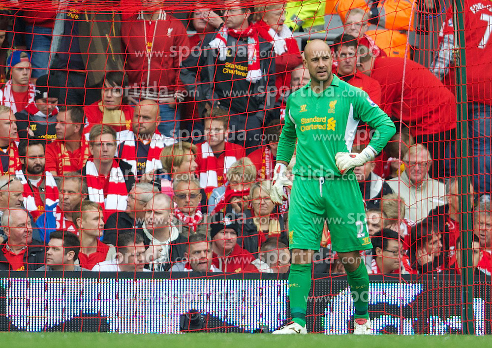 23.09.2012, Anfield, Liverpool, ENG, Premier League, FC Liverpool vs Manchester United, 5. Runde, im Bild Liverpool's goalkeeper Jose Reina looks dejected as Manchester United score the winning second goal during the English Premier League 5th round match between Liverpool FC and Manchester United at Anfield, Liverpool, Great Britain on 2012/09/23. EXPA Pictures © 2012, PhotoCredit: EXPA/ Propagandaphoto/ David Rawcliff..***** ATTENTION - OUT OF ENG, GBR, UK *****