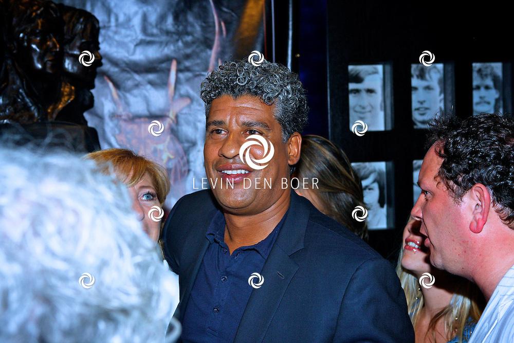 AMSTERDAM - Na het grote Toppers concert mochten de VIPS over de rode loper naar het VIP feest.  Met op de foto Frank Rijkaard. FOTO LEVIN DEN BOER - PERSFOTO.NU