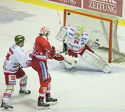 27.09.2015, Stadthalle, Klagenfurt, AUT, EBEL, EC KAC vs HCB Suedtirol, im Bild Oberdörfer Hannes (HCB Suedtirol #44), Luke Walker (EC KAC, #41) // during the Erste Bank Eishockey League match betweeen EC KAC and HCB Suedtirol at the City Hall in Klagenfurt, Austria on 2015/09/27. EXPA Pictures © 2015, PhotoCredit: EXPA/ Gert Steinthaler