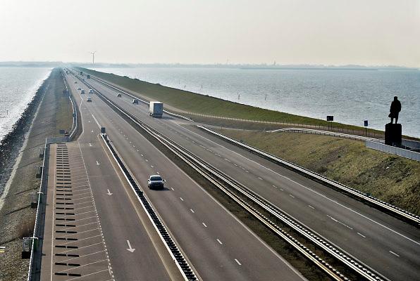 Nederland, the Netherlands, Kornwerderzand, 22-2-2018De Afsluitdijk zal de komende jaren aanpassingen krijgen om de verwachte zeespiegelstijging en extreem weer het hoofd te kunnen bieden . Foto: Flip Franssen