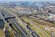 Nederland, Zuid-Holland, Rotterdam, 18-02-2015. A15 ter hoogte van Waalhaven Emplacement, bedrijventerrein Waalhaven en Vondelingenweg. Eemhaven in de achtergrond.<br /> Motorway A15, connecting Port of Rotterdam with hinterland, harbours and container terminals.<br /> luchtfoto (toeslag op standard tarieven);<br /> aerial photo (additional fee required);<br /> copyright foto/photo Siebe Swart