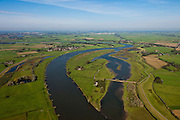 Nederland, Overijssel, Zwolle, 03-10-2010; Hoogwatergeul en nieuwe natuur, IJssel ter hoogte van Westenholte. De boerderijen zijn bereikbaar via een dam (voorzien van duikers voor het water). Foto stroomafwaarts, richting Kampen. Om meer Ruimte voor de Rivier te creëren zal de dijk verlegd worden..Flood channel and new nature, river IJssel near Westenholte. The farms are serviced by a dam (with culverts in the water). Photo looking downstream, direction Kampen..luchtfoto (toeslag), aerial photo (additional fee required).foto/photo Siebe Swart