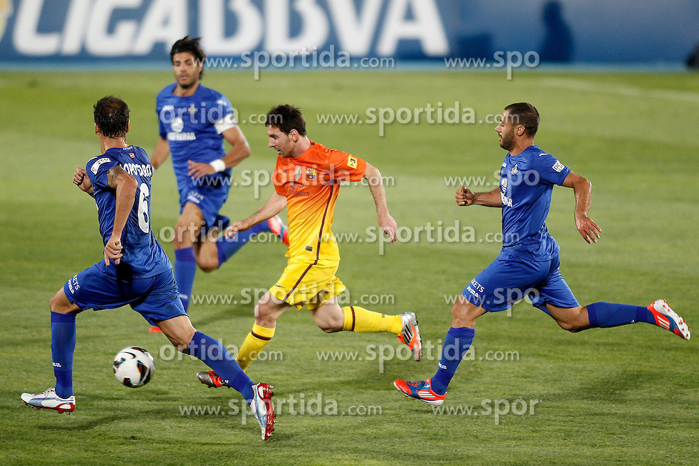 15.09.2012, Coliseum Alfonso Perez, Getafe, ESP, Primera Division, FC Getafe vs FC Barcelona, 04. Runde, im Bild Getafe's Alberto Lopo (l), Miguel Torres (b) and Mehdi Lacen (r) and FC Barcelona's Lionel Messi (c) // during the Spanish Primera Division 04th round match between Getafe CF and Barcelona FC at the Coliseum Alfonso Perez, Getafe, Spain on 2012/09/15. EXPA Pictures © 2012, PhotoCredit: EXPA/ Alterphotos/ Acero..***** ATTENTION - OUT OF ESP and SUI *****