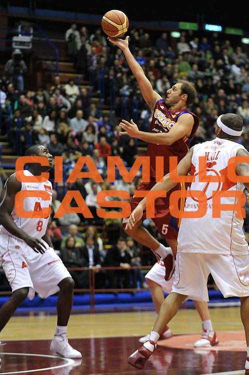 DESCRIZIONE : Milano Lega A1 2008-09 Armani Jeans Milano Lottomatica Virtus Roma<br /> GIOCATORE : Jacopo Giachetti<br /> SQUADRA : Lottomatica Virtus Roma<br /> EVENTO : Campionato Lega A1 2008-2009<br /> GARA : Armani Jeans Milano Lottomatica Virtus Roma<br /> DATA : 04/01/2009<br /> CATEGORIA : Tiro<br /> SPORT : Pallacanestro<br /> AUTORE : Agenzia Ciamillo-Castoria/A.Dealberto<br /> Galleria : Lega Basket A1 2008-2009<br /> Fotonotizia : Milano Campionato Italiano Lega A1 2008-2009 Armani Jeans Milano Lottomatica Virtus Roma<br /> Predefinita :