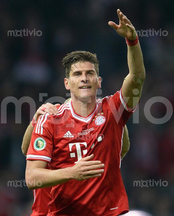FUSSBALL       DFB POKAL FINALE        SAISON 2012/2013 FC Bayern Muenchen - VfB Stuttgart    01.06.2013 Mario Gomez (FC Bayern Muenchen) jubelt nach dem 3:0