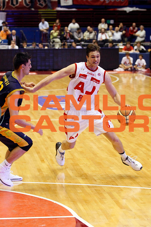 DESCRIZIONE : Milano Lega A1 2007-08 Playoff Quarti di Finale Gara 2 Armani Jeans Milano Premiata Montegranaro <br /> GIOCATORE : Danilo Gallinari<br /> SQUADRA : Armani Jeans Milano <br /> EVENTO : Campionato Lega A1 2007-2008 <br /> GARA : Armani Jeans Milano Premiata Montegranaro <br /> DATA : 12/05/2008 <br /> CATEGORIA : Palleggio<br /> SPORT : Pallacanestro <br /> AUTORE : Agenzia Ciamillo-Castoria/G.Cottini