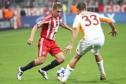 15.09.2010, Allianz Arena, Muenchen, GER, UEFA CL Gruppe E, FC Bayern Muenchen (GER) vs AS Rom (IT), im Bild  Philipp Lahm (Bayern #21) im Kampf mit Matteo Brighi (Rom #33) , EXPA Pictures © 2010, PhotoCredit: EXPA/ nph/  Straubmeier+++++ ATTENTION - OUT OF GER +++++
