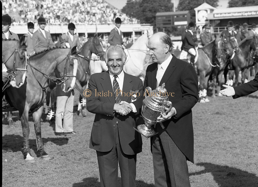 Aga Khan Cup at the RDS.    (R39)..1986..08.08.1986..8th August 1986..The annual Aga Khan Cup competition was held at the RDS ( Royal Dublin Showgrounds) today. In a keenly contested competition The Great Britain team emerged victorious. The Great Britain team was led by Chef dEquipe Mr Ronnie Massarella..President Patrick Hillery is pictured presenting the Aga Khan Cup to Chef dEquipe of the Great Britain team Mr Ronnie Masseralla.