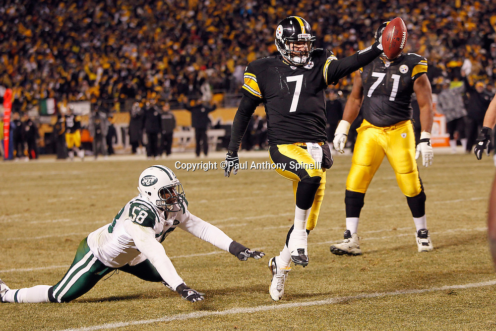 Pittsburgh Steelers quarterback Ben Roethlisberger (7) runs for a second quarter touchdown that gives the Steelers a 17-0 lead during the NFL 2011 AFC Championship playoff football game against the New York Jets on Sunday, January 23, 2011 in Pittsburgh, Pennsylvania. (©Paul Anthony Spinelli)