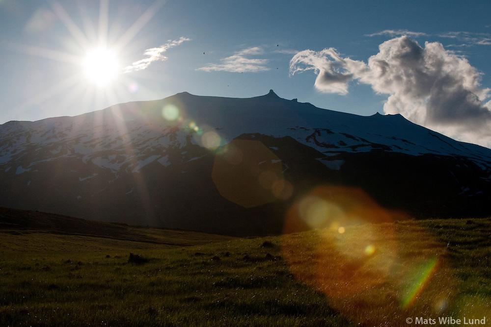 Snæfellsjökull séð til norðurs frá: Hellnar, Snæfellsbær áður Breiðuvíkurhreppur / Snaefellsjokull glacier and volcano viewing north from Hellnar. Snaefellsbaer former Breiduvikurhreppur.