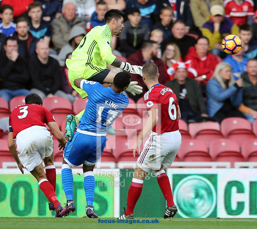 Victor Valdes (yellow/green top) of Middlesbrough catches Joshua King (17) of Bournemouth in the face with his knee during the Premier League match at the Riverside Stadium, Middlesbrough<br /> Picture by Simon Moore/Focus Images Ltd 07807 671782<br /> 29/10/2016