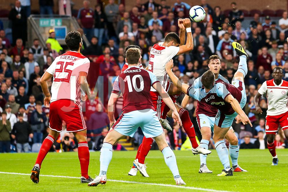 Sam Vokes of Burnley hooks the ball towards goal - Mandatory by-line: Robbie Stephenson/JMP - 30/08/2018 - FOOTBALL - Turf Moor - Burnley, England - Burnley v Olympiakos - UEFA Europa League Play-offs second leg