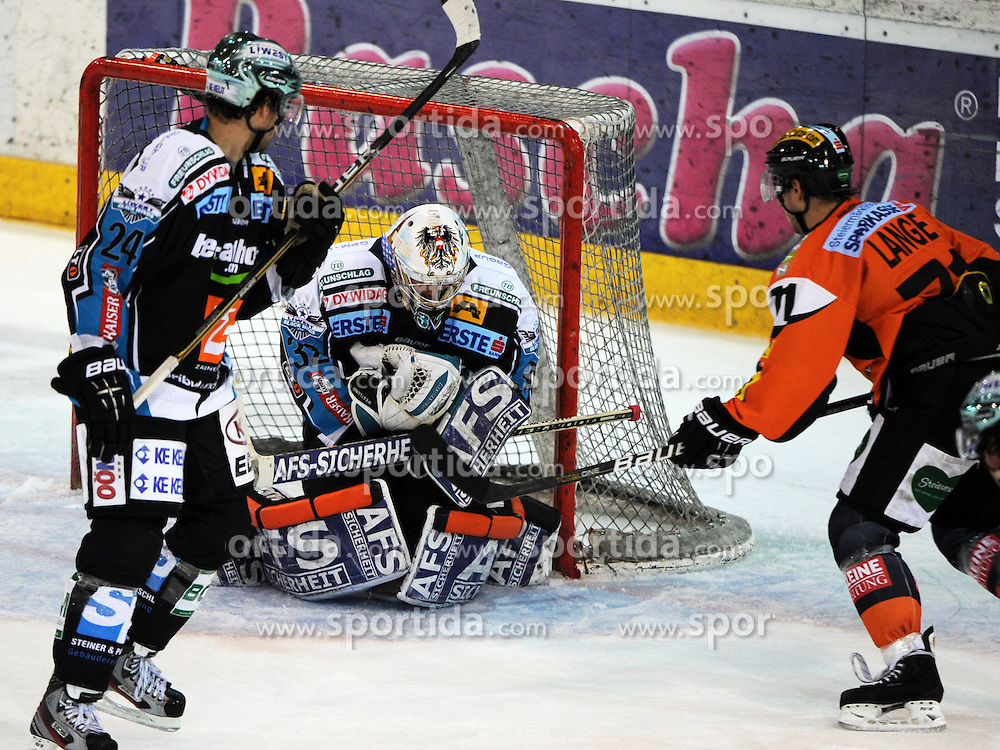 23.10.2011, Keine Sorgen Eisarena, Linz, AUT, EBEL, EHC Liwest Black Wings Linz vs Moser Medical Graz99ers, im Bild Alex Westlund (Liwest Black Wings Linz, #32) and Harry Lange (Moser Medical Graz99ers, #71), during the Erste Bank Icehockey League, Keine Sorgen Eisarena, Linz, Austria, 2011-10-23, EXPA Pictures © 2011, PhotoCredit: EXPA/ Reinhard Eisenbauer