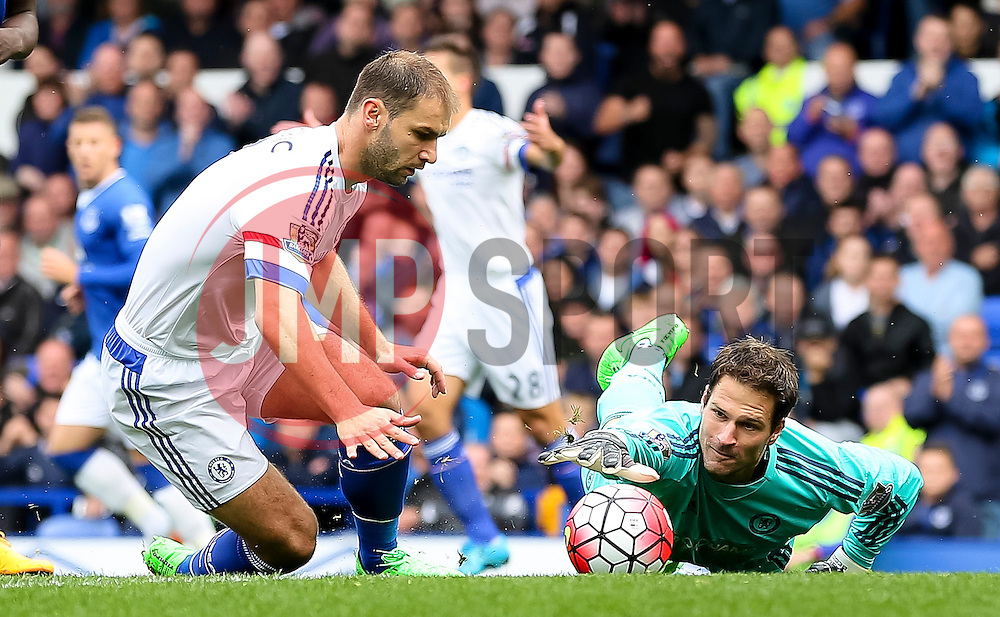 Asmir Begovic of Chelsea stretches to grab the ball - Mandatory byline: Matt McNulty/JMP - 07966386802 - 12/09/2015 - FOOTBALL - Goodison Park -Everton,England - Everton v Chelsea - Barclays Premier League