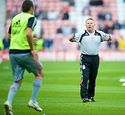 SUNDERLAND, ENGLAND - Saturday, August 16, 2008: Liverpool's assistant manager Sammy Lee warms-up before the opening Premiership match of the season against Sunderland at the Stadium of Light. (Photo by David Rawcliffe/Propaganda)