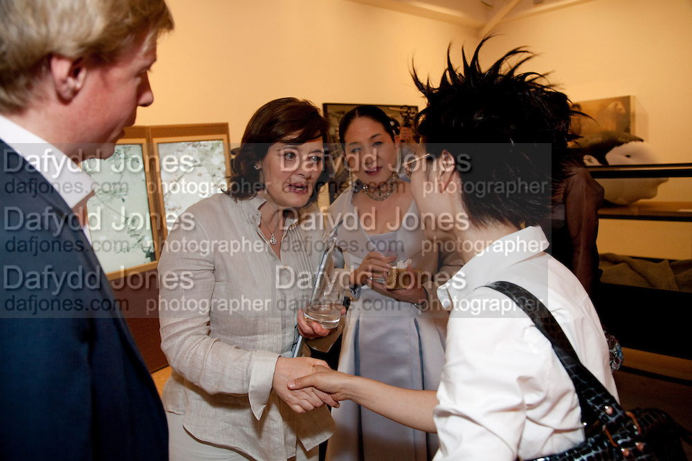 CHERIE BLAIR; DEBBIE HAN, Korean Eye Dinner  hosted by The Dowager Viscountess Rothermere and Simon De Pury.Sponsored by CJ, Korean Food Globalization Team, Hino Consulting and Visit Korea Committee. Phillips de Pury Space, Saatchi Gallery.  Sloane Sq. London. 2 July 2009.