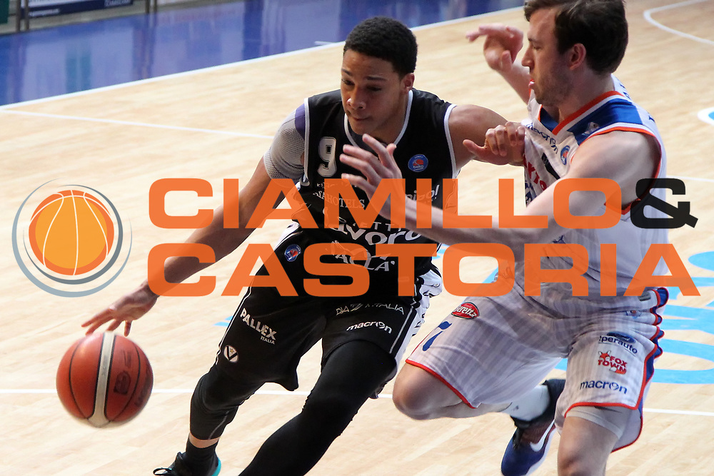 DESCRIZIONE: Cantu' Lega A 2015-16 <br /> Acqua Vitasnella Cantu' vs Obiettivo Lavoro Virtus Bologna<br /> GIOCATORE: Abdul Gaddy<br /> CATEGORIA: palleggio<br /> SQUADRA: Obiettivo Lavoro Virtus Bologna<br /> EVENTO: Campionato Lega A 2015-2016<br /> GARA: Acqua Vitasnella Cantu' Obiettivo Lavoro Virtus Bologna<br /> DATA: 17/04/2016<br /> SPORT: Pallacanestro<br /> AUTORE: Agenzia Ciamillo-Castoria/A. Ossola<br /> Galleria: Lega Basket A 2015-2016<br /> Fotonotizia: Cantu' Lega A 2014-15 <br /> Acqua Vitasnella Cantu' Obiettivo Lavoro Virtus Bologna