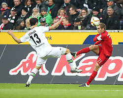 05.12.2015, Stadion im Borussia Park, Moenchengladbach, GER, 1. FBL, Borussia Moenchengladbach vs FC Bayern Muenchen, 15. Runde, im Bild v.l. Lars Stindl (#13, Borussia Moenchengladbach) mit Philipp Lahm (#21, FC Bayern Muenchen), Borussia Moenchengladbach - FC Bayern Muenchen, Fussball, 1. Bundesliga, 05.12.2015, Foto: Deutzmann/Eibner // during the German Bundesliga 15th round match between Borussia Moenchengladbach and FC Bayern Muenchen at the Stadion im Borussia Park in Moenchengladbach, Germany on 2015/12/05. EXPA Pictures © 2015, PhotoCredit: EXPA/ Eibner-Pressefoto/ Deutzmann<br /> <br /> *****ATTENTION - OUT of GER*****