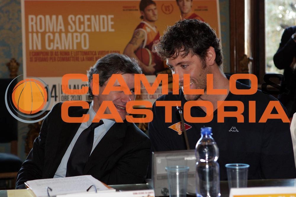 DESCRIZIONE : Roma Campidoglio Lega A 2009-10 Conferenza stampa presentazione di Roma scende in campo Lottomatica Virtus Roma As Roma Calcio<br /> GIOCATORE : Angelo Gigli Gianni Alemanno <br /> SQUADRA : Lottomatica Virtus Roma<br /> EVENTO : Campionato Lega A 2009-2010 <br /> GARA : <br /> DATA : 04/12/2009 <br /> CATEGORIA : Ritratto<br /> SPORT : Pallacanestro <br /> AUTORE : Agenzia Ciamillo-Castoria/G.Ciamillo<br /> Galleria : Lega Basket A 2009-2010 <br /> Fotonotizia : Roma Campidoglio Campionato Italiano Lega A 2009-2010 Presentazione di Roma scende in campo Lottomatica Virtus Roma As Roma Calcio<br /> Predefinita :