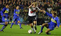 Fotball<br /> Libertadores Cup 2004<br /> Semifinale<br /> Boca Juniors v River Plate 1-0<br /> 10. juni 2004<br /> Buenos Aires - Argentina<br /> Foto: Digitalsport<br /> NORWAY ONLY<br /> JAVIER VILLAREAL, CARLOS TEVEZ (BOCA), MAXIMILIANO LOPEZ (RIVER), ROLANDO SCHIAVI (BOCA)