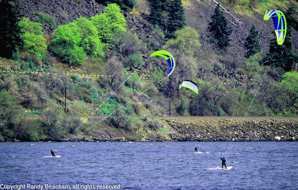 Kitesurfer's on the Columbia River. Columbia River Gorge, Hood River, Oregon.