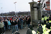Photo: Andrew Unwin.<br />Sunderland v Wigan Athletic. The Barclays Premiership. 11/03/2006.<br />Sunderland fans are held at the gates of the Stadium of Light by police, mounted and on foot.