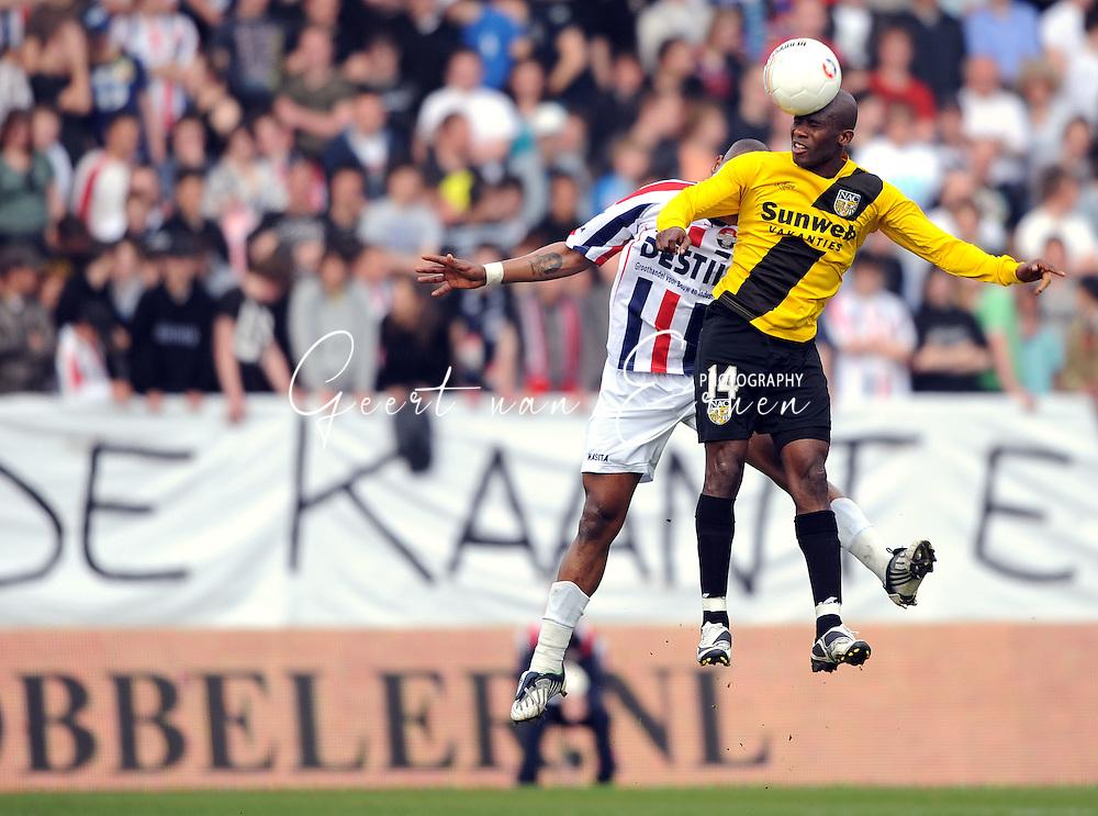 05-04-2009 Voetbal:Willem II:NAC Breda:Tilburg<br /> Matthew Amoah wint het luchtduel van Ibrahim Kargbo<br /> Foto: Geert van Erven