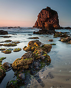 Ursa Beach is one of the  best known wild beaches in the Sintra Cascais Natural Park. It's just north of Roca Cape, and to reach it, we have to follow a trail that leads down through the cliffside.