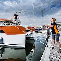Nederland, Amsterdam, 26 augustus 2016.<br /> Hiswa te water.<br /> De HISWA te water vindt van 30 augustus tot en met 4 september plaats in de Amsterdam Marina op de NDSM-werf. De grootste in- water bootshow van Noord-Europa toont 300 boten, honderden watersportartikelen en heeft een activiteitenprogramma voor jong en oud. Aan de HISWA te water nemen dit jaar circa 60 boten en productprimeurs deel. De beurs telt de meeste primeurs sinds 2012.<br /> Op de foto: Een Nederlandse Catamaran primeur legt aan.<br /> <br /> Netherlands, Amsterdam, August 26, 2016. <br /> HISWA in-water.The HISWA in-water takes place from 30 August to 4 September in Amsterdam Marina at the NDSM-shipyard. The largest in-water boat show in Northern Europe shows 300 boats, hundreds of water sports and has a program of activities for young and old. <br /> <br /> Want to buy a boat? Want to orientate on the latest models? Discover the latest trends in (inter)national yachts? Get tips from professionals? Meet the watersports? Visit the most complete in-water boatshow in Northern Europe at the NDSM shipyard. There are 300 brand new boats of 5-25 meters on the jetties and on the quay a wide range of nautical products. And on the water many exciting activities. Source: hiswatewater.nl<br /> <br /> <br /> Foto: Jean-Pierre Jans