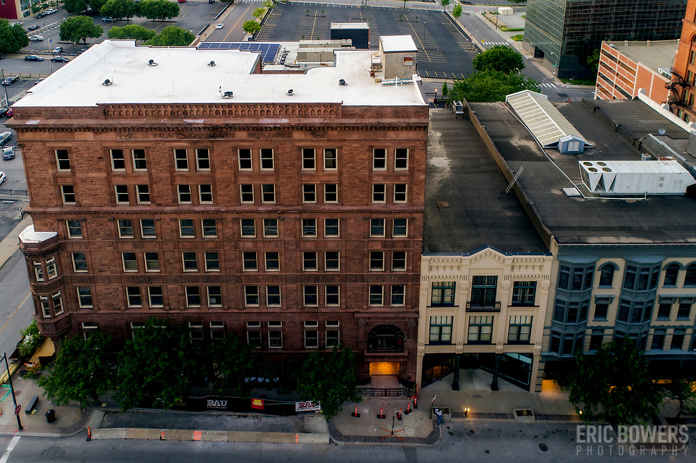 Historic building renovation along 9th Street in Kansas City, Missouri's downtown area.