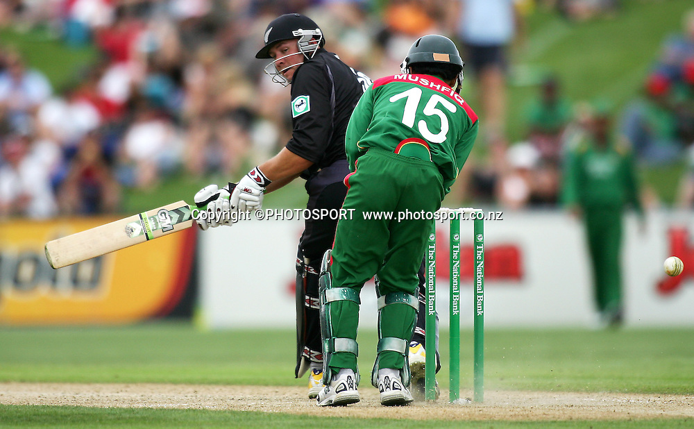 Peter Fulton turns a shot past the wicketkeeper. New Zealand v Bangladesh, 2nd ODI, McLean Park, Napier, New Zealand. Friday 28 December 2007. Photo: John Cowpland/PHOTOSPORT