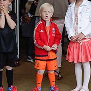 NLD/Amsterdam/20120604 - Vertrek Nederlands Elftal voor EK 2012, kinderen Dirk Kuyt