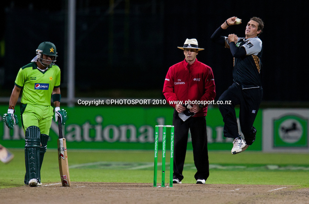 Tim Southee bowls during New Zealand Black Caps v Pakistan, Match 2, won by NZ by 39 runs. Twenty 20 Cricket match at Seddon Park, Hamilton, New Zealand. Tuesday 28 December 2010. . Photo: Stephen Barker/PHOTOSPORT