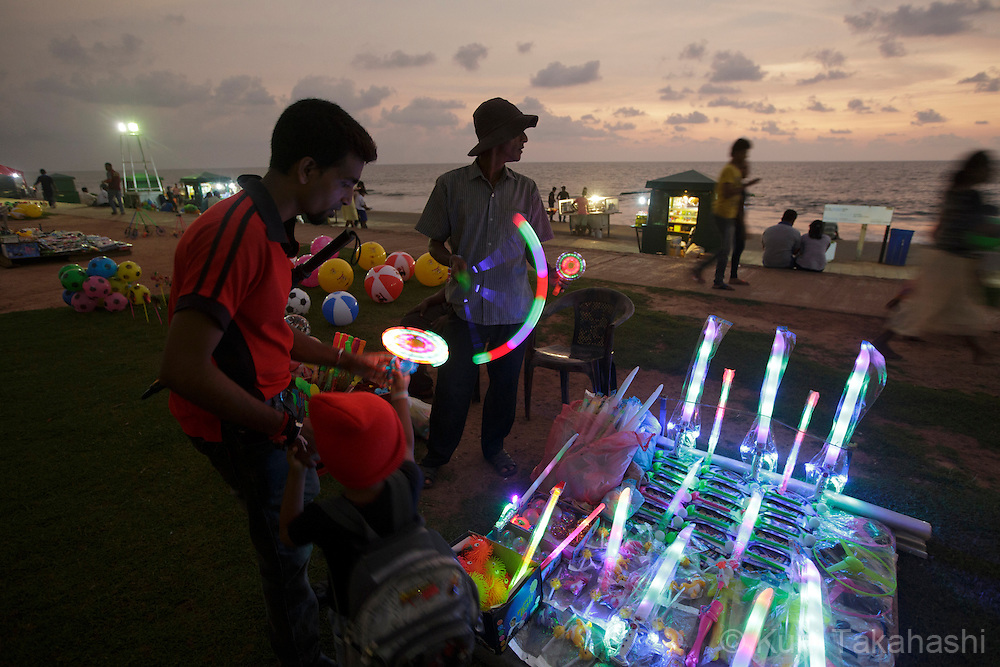 Galle Face Green at the sunset in Colombo, Sri Lanka on Nov 22, 2013. <br /> (Photo by Kuni Takahashi)