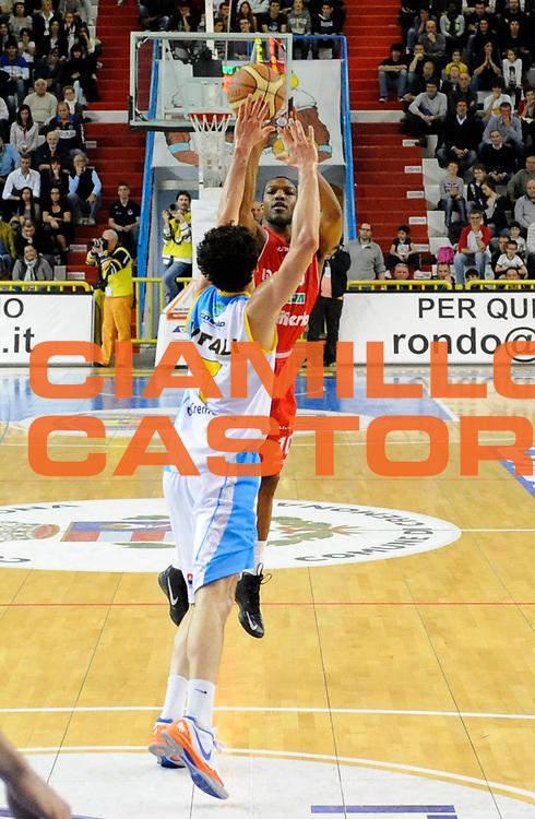 DESCRIZIONE : Cremona Lega A 2012-13 Vanoli Cremona Cimberio Varese<br /> GIOCATORE : Mike Green<br /> SQUADRA : Cimberio Varese<br /> EVENTO : Campionato Lega A 2012-2013<br /> GARA :  Vanoli Cremona Cimberio Varese<br /> DATA : 21/04/2013<br /> CATEGORIA : Tiro Three points <br /> SPORT : Pallacanestro<br /> AUTORE : Agenzia Ciamillo-Castoria/A.Giberti<br /> Galleria : Lega Basket A 2012-2013<br /> Fotonotizia : Cremona Lega A 2012-13 Vanoli Cremona Cimberio Varese<br /> Predefinita :