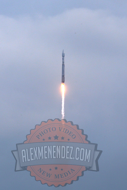 """A general view from Playalinda Beach as NASA's Maven, short for Mars Atmosphere and Volatile Evolution, with a capital """"N'' in EvolutioN, atop a United Launch Alliance Atlas 5 rocket, lifts off from Cape Canaveral Air Force Station, Monday, Nov. 18, 2013, in Cape Canaveral, Fla. (AP Photo/Alex Menendez)"""