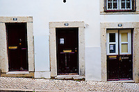Portugal, Lisbonne, portes dans le quartier de l'Alfama// Portugal, Lisbon, doors on the Alfama neighbourhood