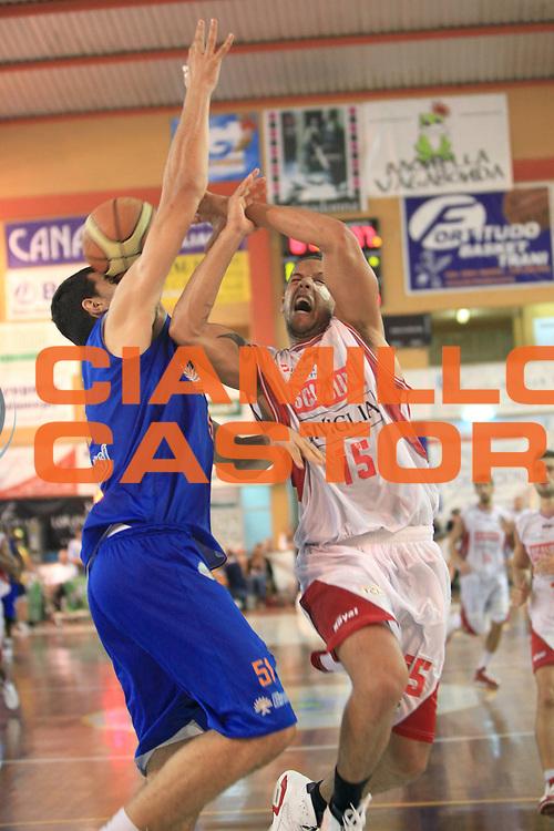 DESCRIZIONE : Trani Memorial Antonio Cezza A 2010-11 Scavolini Siviglia Pesaro Enel Brindisi<br /> GIOCATORE : Daniel Hackett<br /> SQUADRA : Scavolini Siviglia Pesaro<br /> EVENTO : Campionato Lega A 2010-2011 <br /> GARA : Scavolini Siviglia Pesaro Enel Brindisi<br /> DATA : 19/09/2010<br /> CATEGORIA :  tiro fallo<br /> SPORT : Pallacanestro <br /> AUTORE : Agenzia Ciamillo-Castoria/C.De Massis<br /> Galleria : Lega Basket A 2010-2011 <br /> Fotonotizia : Trani Memorial Antonio Cezza A 2010-11 Scavolini Siviglia Pesaro Enel Brindisi<br /> Predefinita :