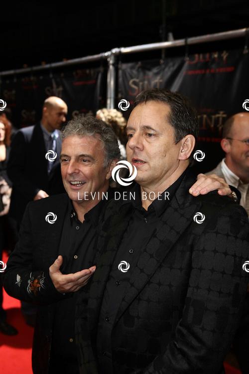 AMSTERDAM - De film Sint van regisseur Dick Maas gaat woensdag in het Muziektheater in Amsterdam in premiere. Met op de foto Huub Stapel en Dick Maas. FOTO LEVIN DEN BOER - PERSFOTO.NU