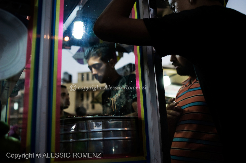 GAZA: Palestinians in the souk in Gaza City market on September 8, 2010 ahead of the Eid Al-Fitr holiday that marks the end of the fasting month of Ramadan.© ALESSIO ROMENZI