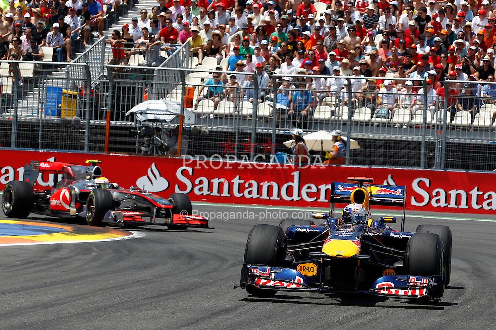 Motorsports / Formula 1: World Championship 2010, GP of Europe, 05 Sebastian Vettel (GER, Red Bull Racing), 02 Lewis Hamilton (GBR, Vodafone McLaren Mercedes),