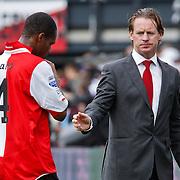 NLD/Rotterdam/20100919 - Voetbalwedstrijd Feyenoord - Ajax 2010, Mario Been schudt de hand van Andre Bahia