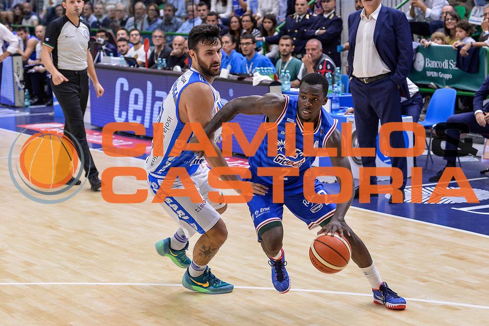 DESCRIZIONE : Beko Legabasket Serie A 2015- 2016 Dinamo Banco di Sardegna Sassari - Enel Brindisi<br /> GIOCATORE : Durand Scott<br /> CATEGORIA : Palleggio Penetrazione<br /> SQUADRA : Enel Brindisi<br /> EVENTO : Beko Legabasket Serie A 2015-2016<br /> GARA : Dinamo Banco di Sardegna Sassari - Enel Brindisi<br /> DATA : 18/10/2015<br /> SPORT : Pallacanestro <br /> AUTORE : Agenzia Ciamillo-Castoria/L.Canu